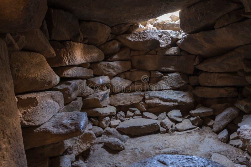 Inre av templet av det megalitiska komplexet av de tidiga bronsåldernhjulen av andar, Rujum al-Hiri, Gilgal Rephaeem arkivfoton