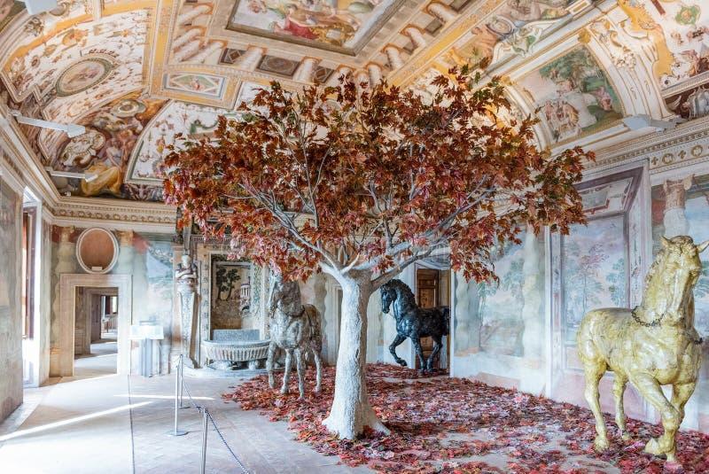 Inre av villan D'Este i Tivoli, Italien royaltyfri bild