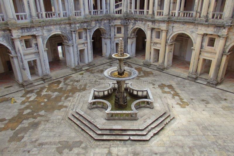Inre borggård av kloster av Kristus Tomar Portugal royaltyfria bilder
