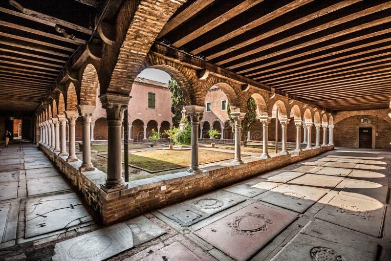 Inre borggård av kyrkan av San Francesco della Vigna i Venedig arkivbilder