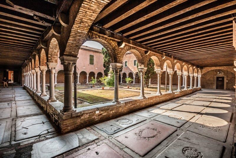 Inre borggård av kyrkan av San Francesco della Vigna, Venedig, Italien royaltyfri bild
