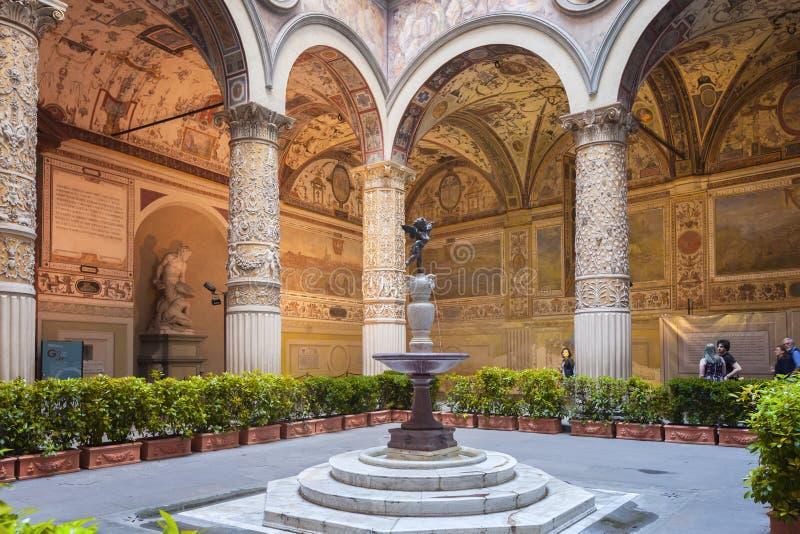 Inre borggård av Palazzo Vecchio i Florence, Italien fotografering för bildbyråer