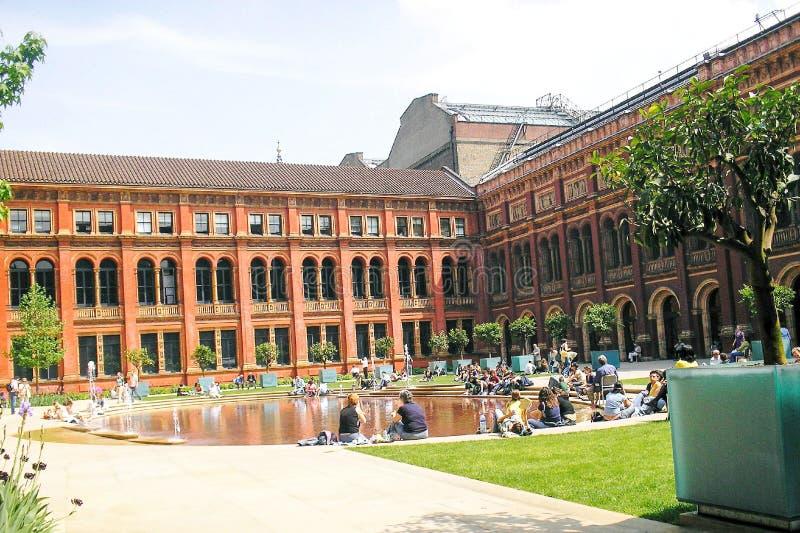 Inre borggård av Victoria och Albert Museum royaltyfria bilder