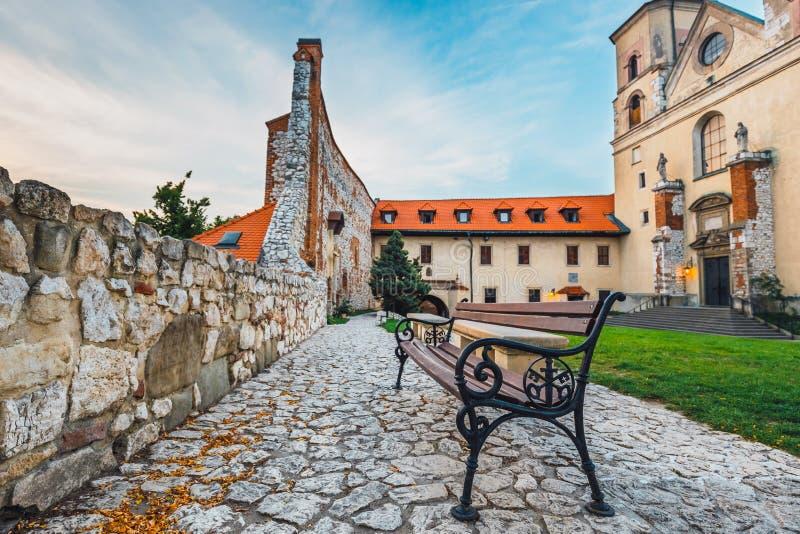 Inre borggård i Benedictinekloster i Tyniec royaltyfri fotografi