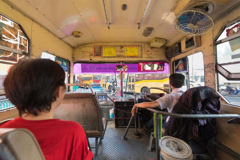 Inre buss i Bangkok royaltyfria bilder