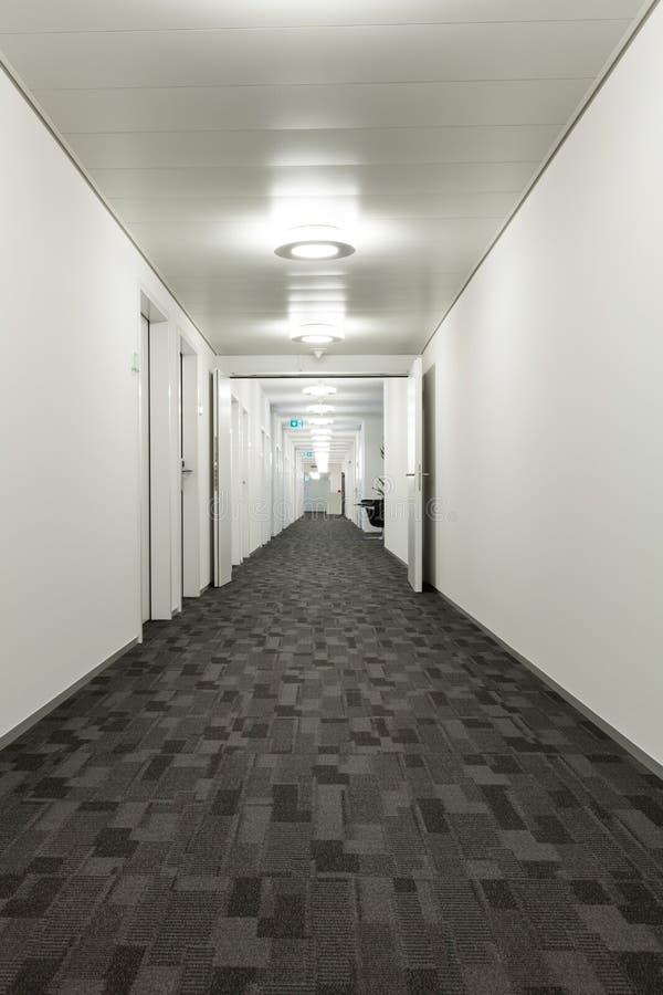 Inre byggnad, korridor royaltyfri foto