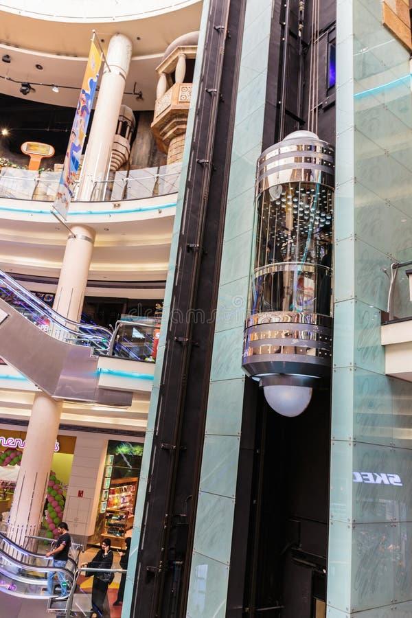 Inre central Souq mega galleria i Sharjah UAE arkivbild