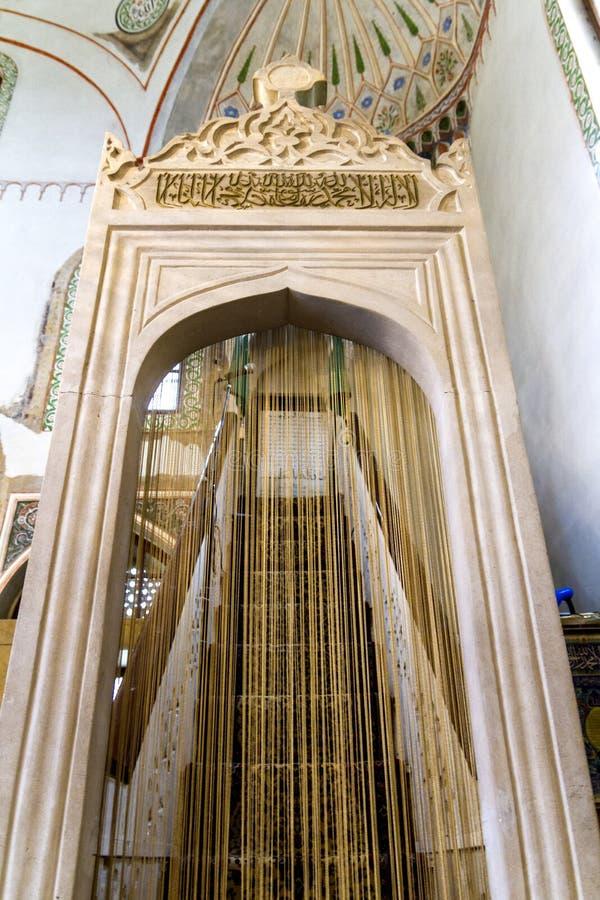 Inre detaljer av den huvudsakliga ingången av den Ali Pasha moskén i Sarajevo royaltyfri foto