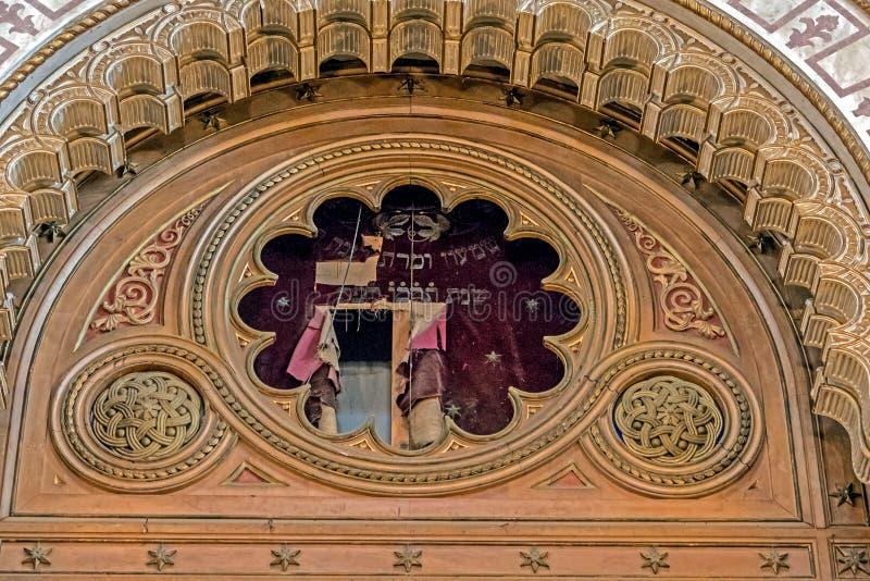 Inre detaljer av en gammal synagoga i Timisoara, Rumänien royaltyfri foto