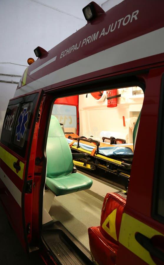 Inre detaljer för ambulans - första hjälpenbesättning royaltyfria bilder