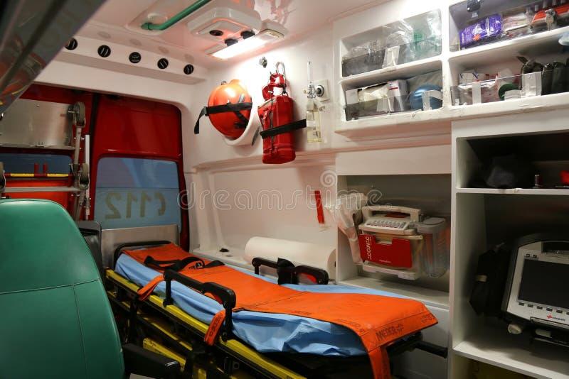 Inre detaljer för ambulans - första hjälpenbesättning arkivbild