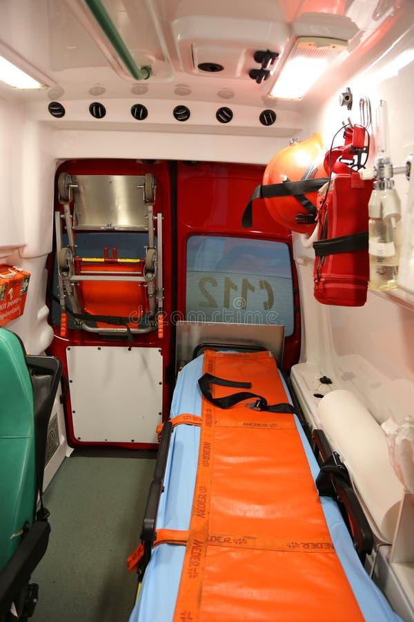 Inre detaljer för ambulans - första hjälpenbesättning royaltyfri foto