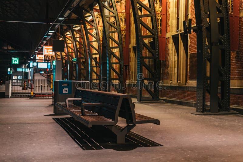 Inre för Amsterdam drevstation royaltyfri bild