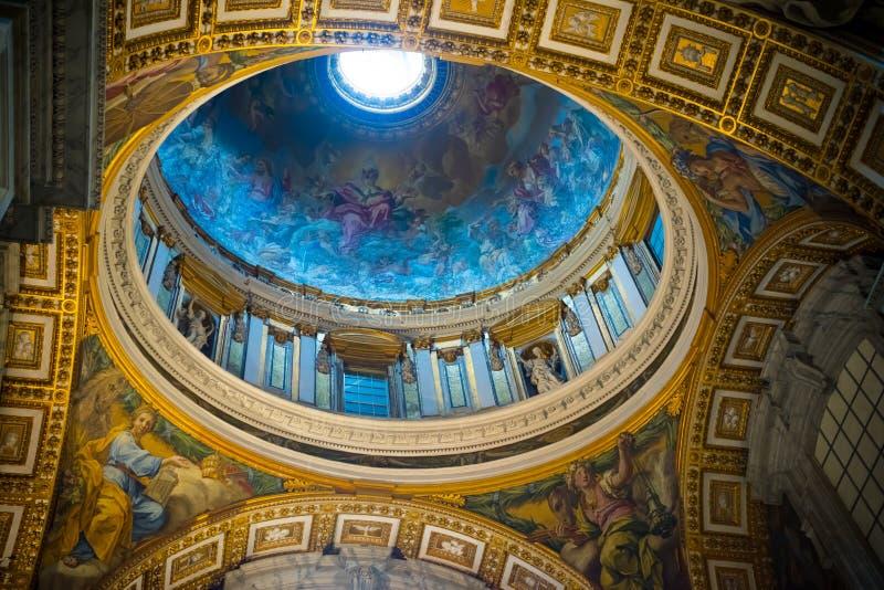 Inre för basilika för St Peter ` s arkivbild