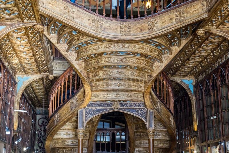 Inre för härlig Lello & Irmao bokhandel porto portugal fotografering för bildbyråer