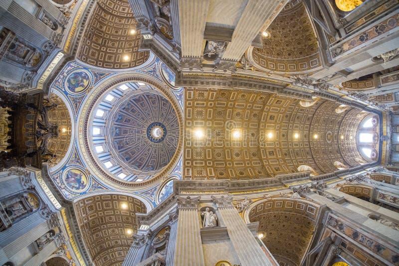 Inre för kupol för basilika för St Peter ` s i Rome, Italien fotografering för bildbyråer