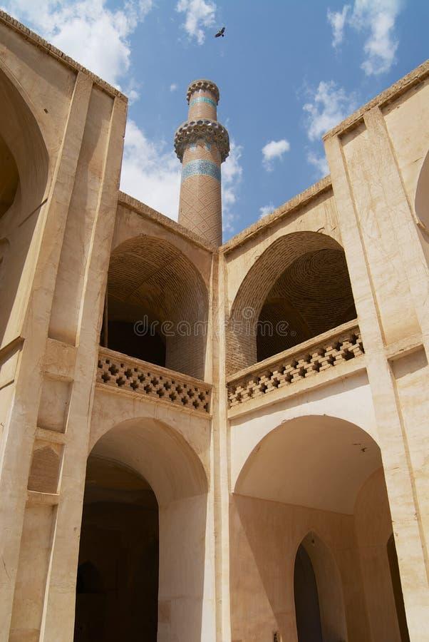 Inre g?rd och minaret av mosk?n i Natanz, Iran arkivbilder