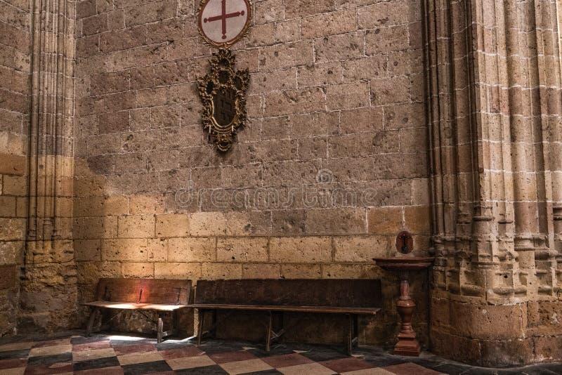Inre i kapell vår dam av radbandet i domkyrka av vår dam av antagandet, hörnet av tillbakadragande och bönen som är upplyst vid royaltyfria bilder