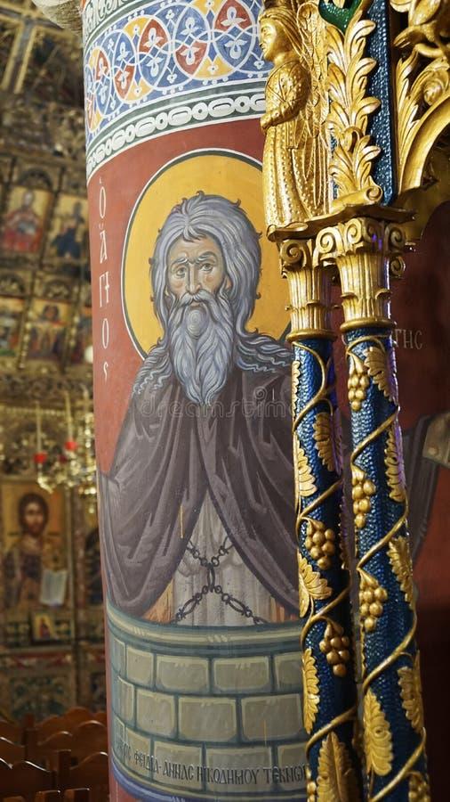 Inre inom kyrkabilden av ett helgon i Cypern royaltyfri bild