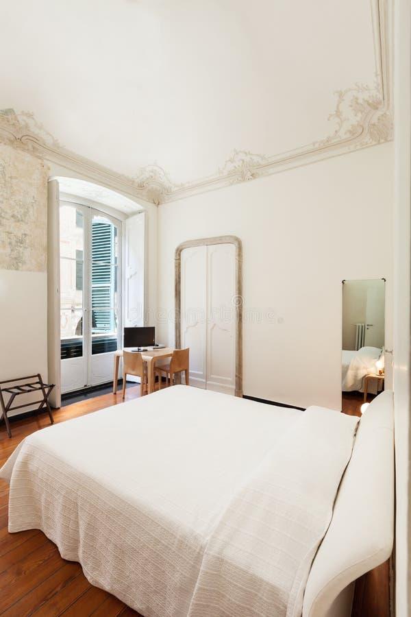 Inre klassiskt sovrum arkivfoton