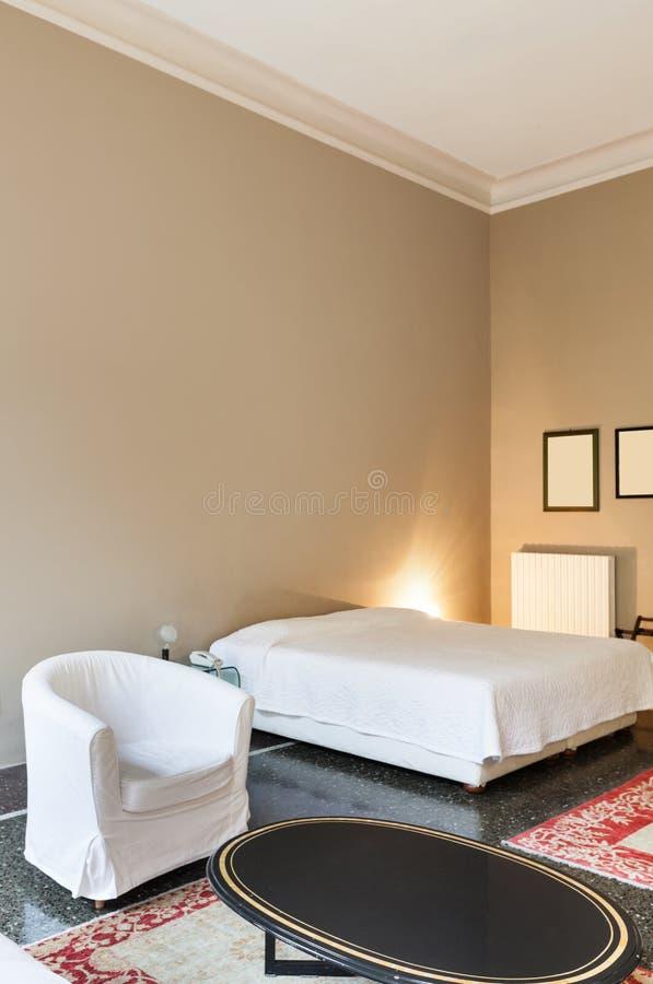 Inre klassiskt sovrum arkivfoto