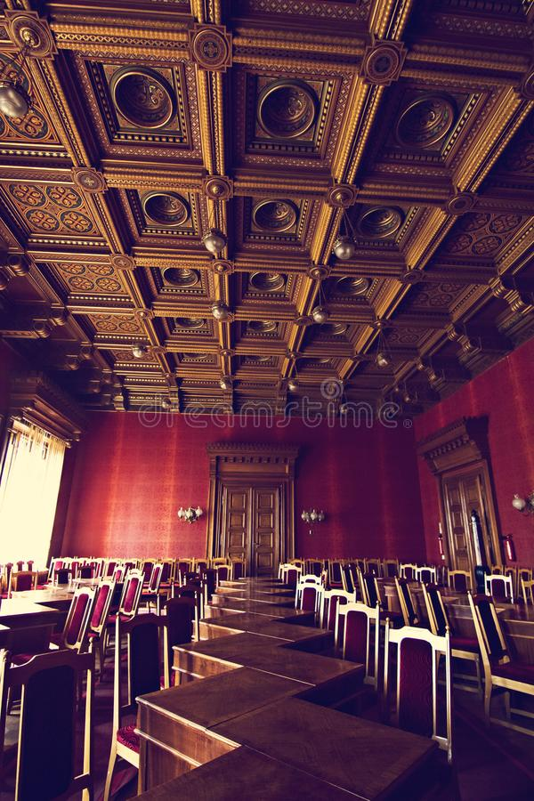 Inre korridorer i härlig historisk byggnad av det Chernivtsi medborgareuniversitetet arkivbild