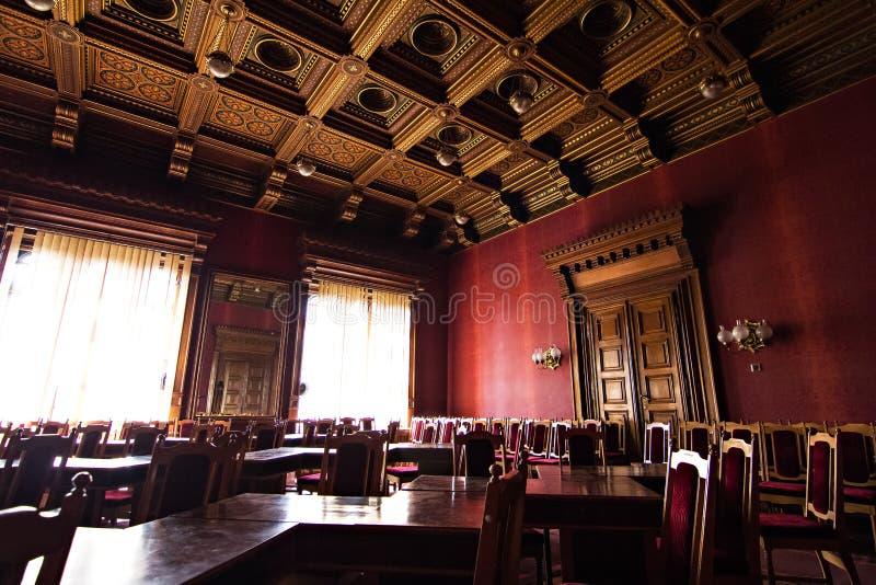 Inre korridorer i härlig historisk byggnad av det Chernivtsi medborgareuniversitetet royaltyfri fotografi