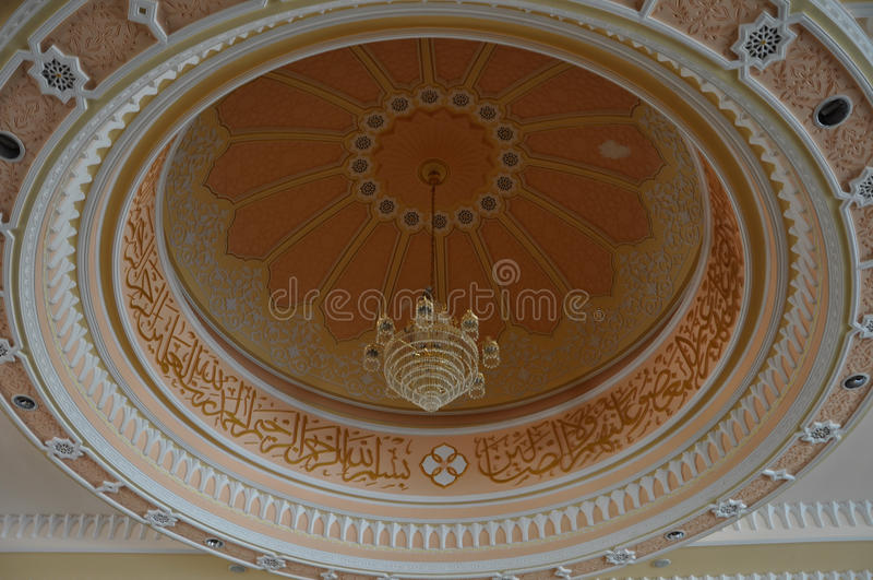 Inre kupol av Masjid Diraja Tuanku Munawir i Negeri Sembilan arkivbild