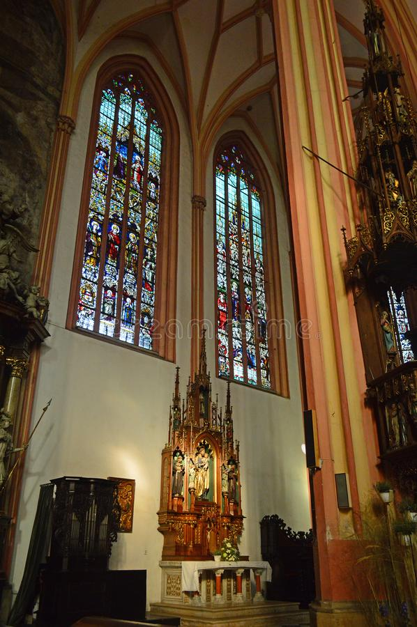Inre kyrka 4 av den helgonMaurice Kostel svatéhoen Mořice arkivbild