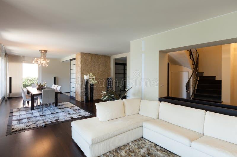 Inre lyxig lägenhet royaltyfria foton