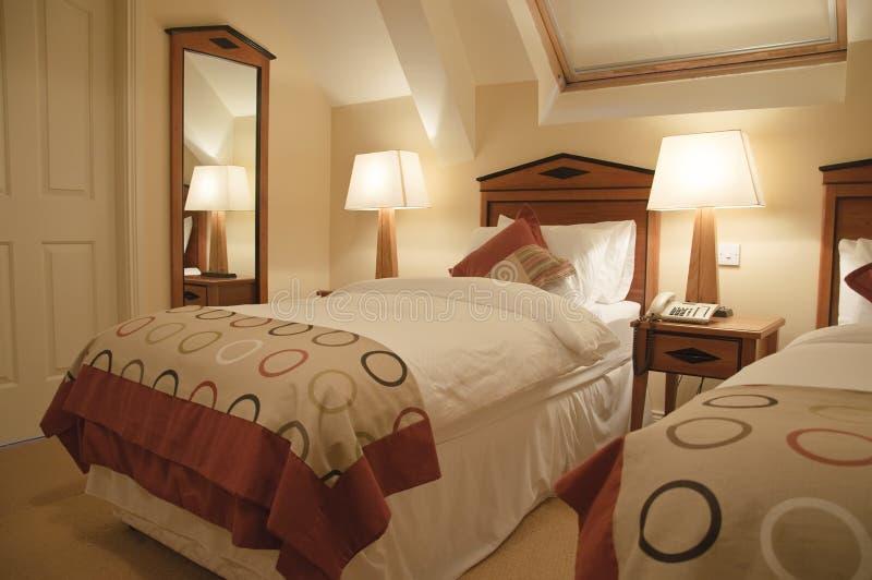 inre lyxigt modernt för sovrum arkivbild