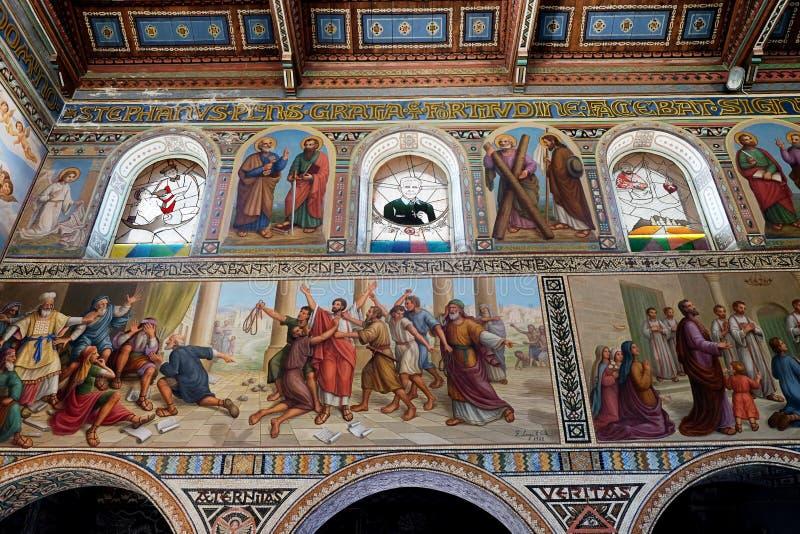 Inre målning av kyrkan av Stephen den första martyren royaltyfria foton