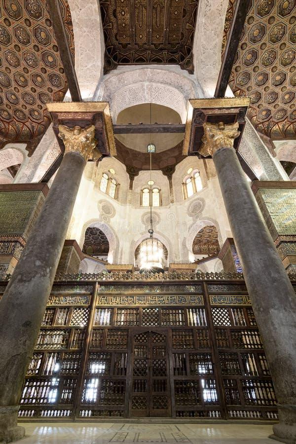 Inre mausoleet av Sultan Qalawun, gammal Kairo, Egypten royaltyfri fotografi