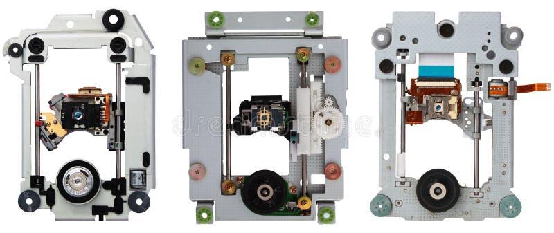 Inre mekanism av gamla cd dvddrev som isoleras på vit backg royaltyfri foto
