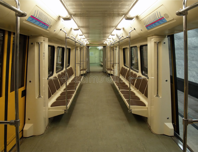 inre modern gångtunnel för bil royaltyfria bilder