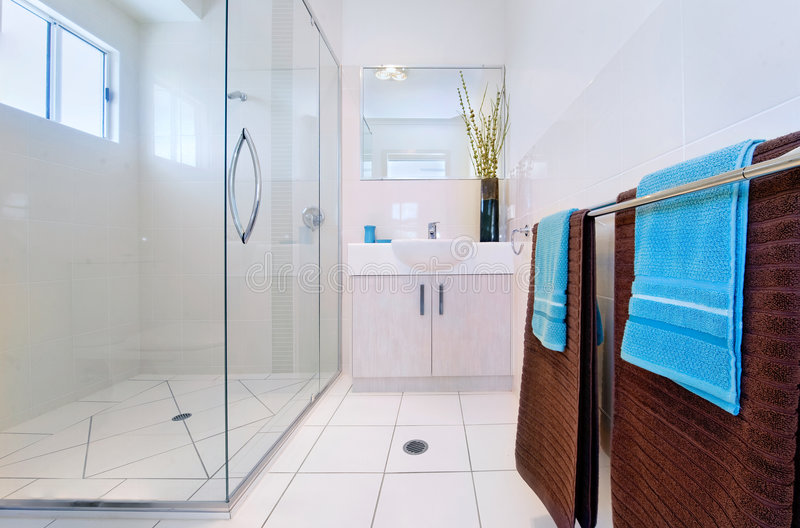 inre modernt för badrum arkivbilder