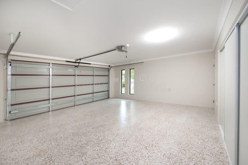 inre modernt för garage arkivbild