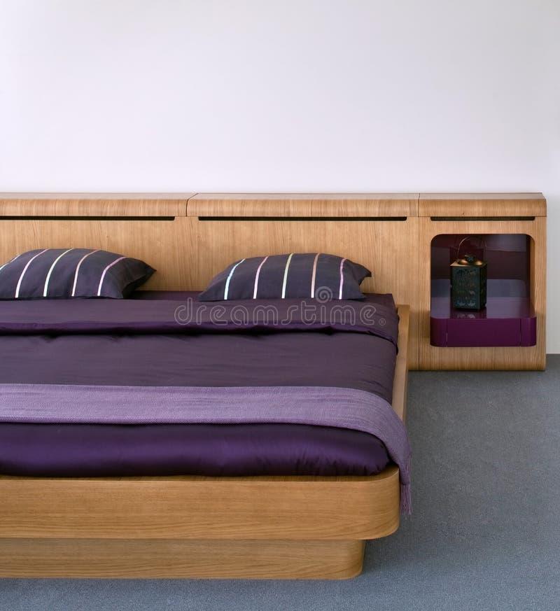 inre modernt för härlig sovrumdesign royaltyfria bilder