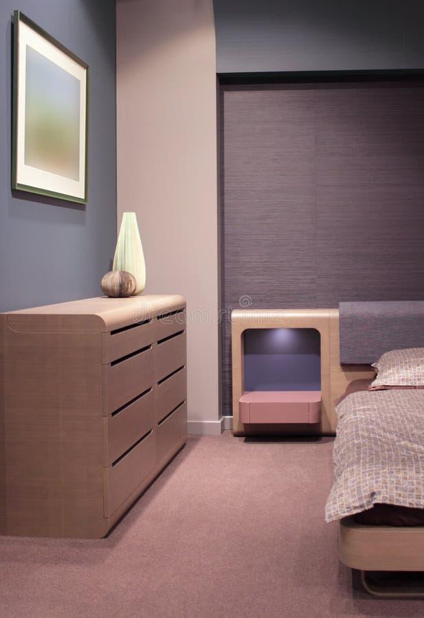 inre modernt för härlig sovrumdesign royaltyfri foto