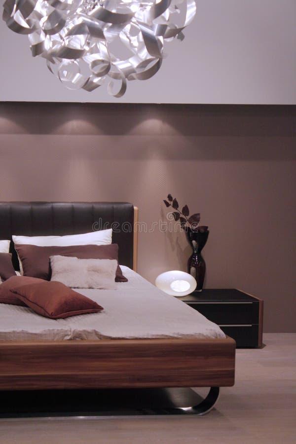 inre modernt för sovrumdesign royaltyfri foto