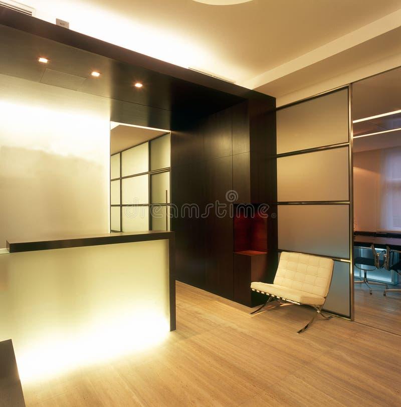 inre modernt kontor fotografering för bildbyråer