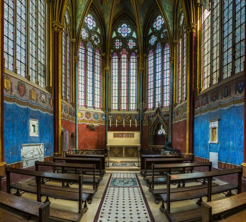 Inre och detalj av den Fontaine Chaalis abbotskloster i Frankrike arkivfoton