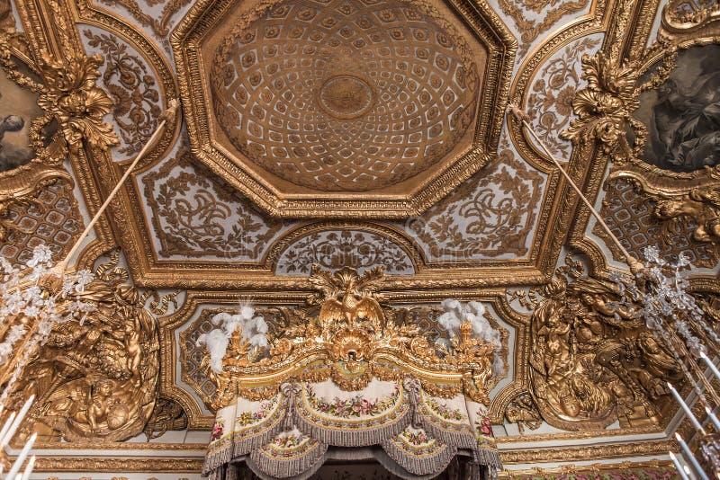 Inre och detaljer av chateauen de Versailles, Frankrike royaltyfri bild