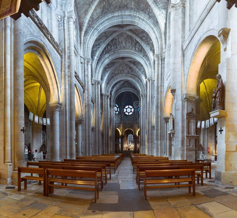 Inre och detaljer av kyrkan av Notre Dame de Poissy arkivbild