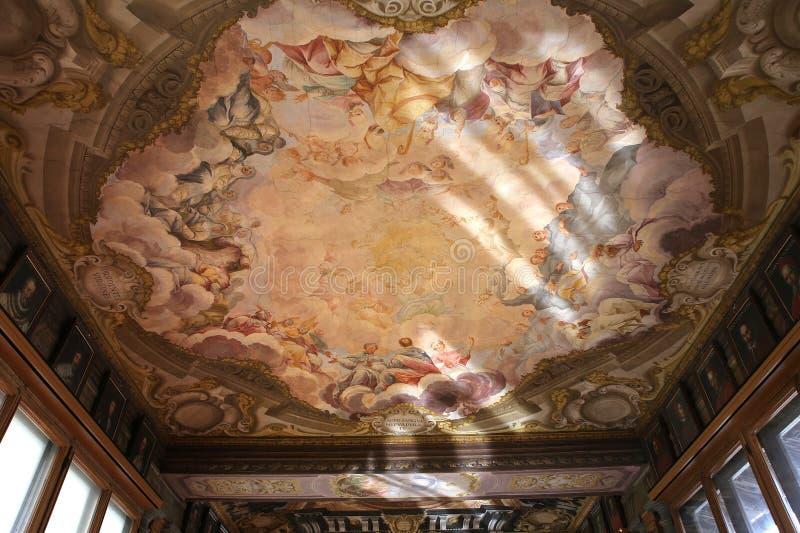 Inre och detaljer av Uffizien, Florence, Italien royaltyfria foton