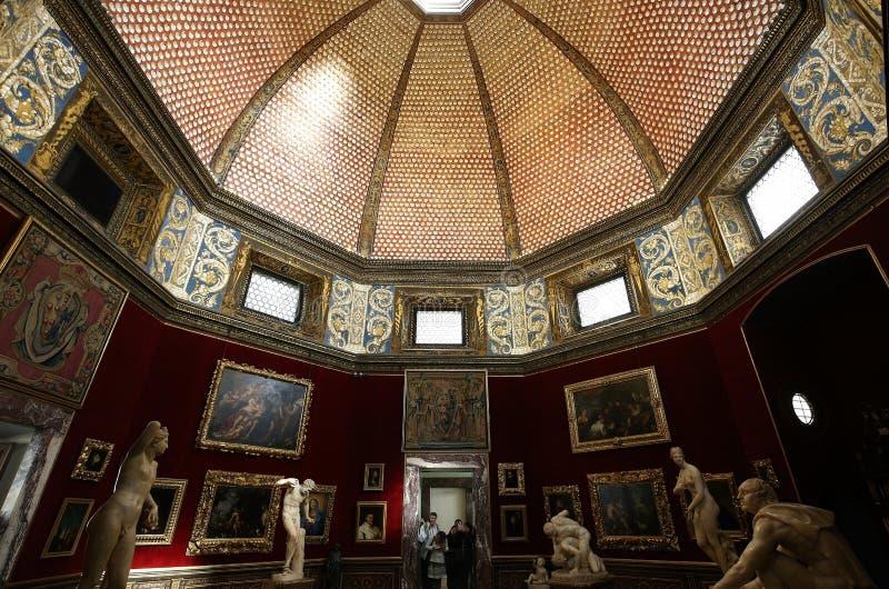 Inre och detaljer av Uffizien, Florence, Italien royaltyfri fotografi