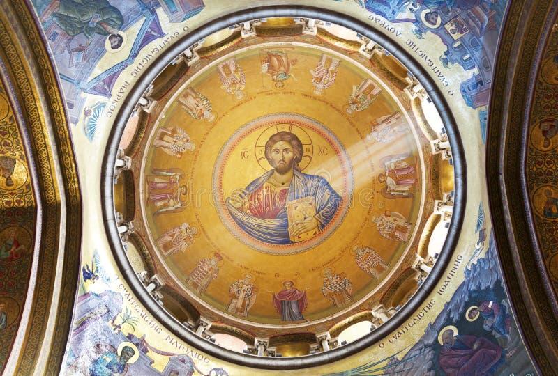 Inre och kupol av den heliga griftdomkyrkan royaltyfria bilder