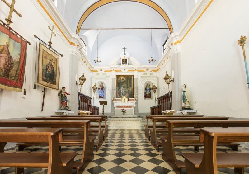 Inre och tak av kapellet av helgonet Catherine i Corniglia, La Spezia, Liguria, Italien - 21st Maj 2016 royaltyfri foto