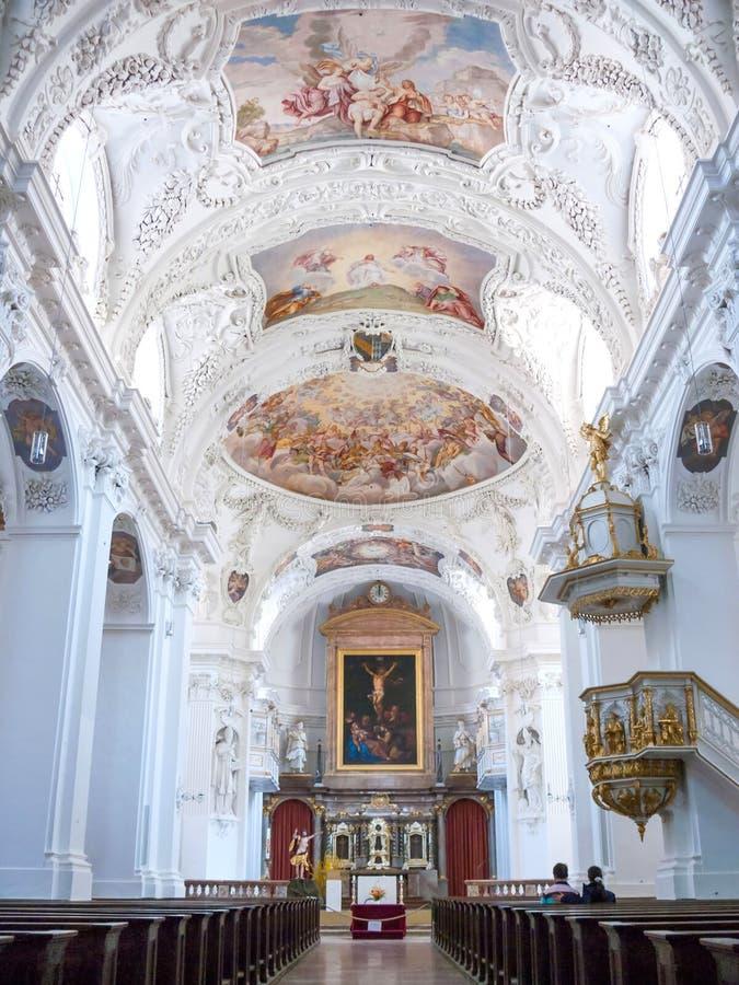 Inre och taket av St Quirinus kyrktar arkivbilder