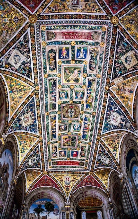 Inre på Piazza del Campo i Siena Italy arkivbilder